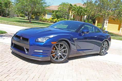 Nissan GTR Deep Blue Pearl