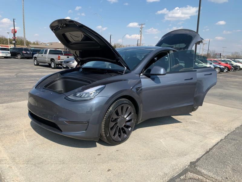 Tesla Model Y Midnight Silver Metallic