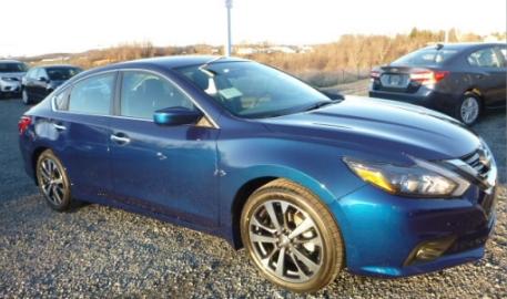 Nissan Altima Strom Blue Metalic